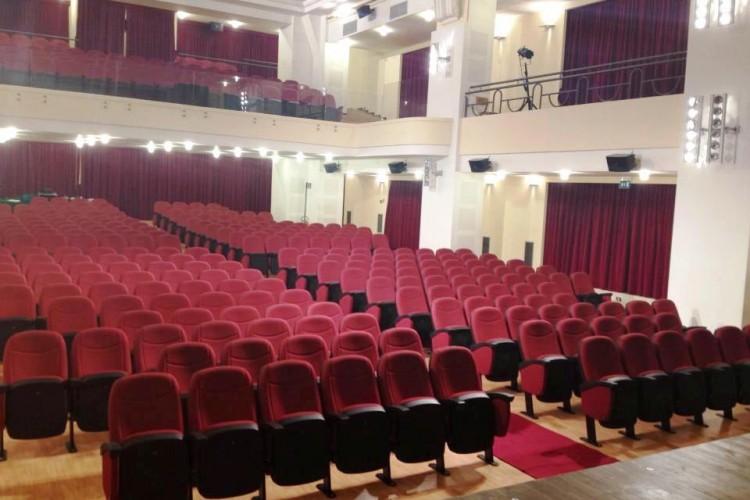 Teatro a Tolentino: si riparte da Barbara Bouchet Iva Zanicchi