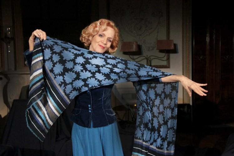 Torna in scena Lucia Poli, raccontando la storia di due donne