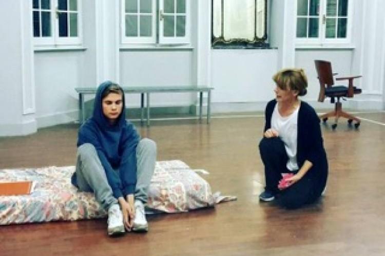 Hikikomori: isolarsi dalla società. Il ruolo del teatro