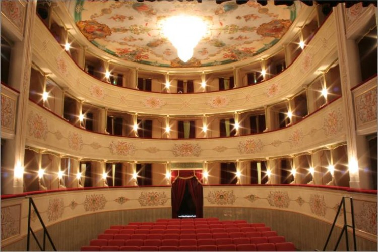 Il Teatro Misa di Arcevia riapre dopo un lungo restauro