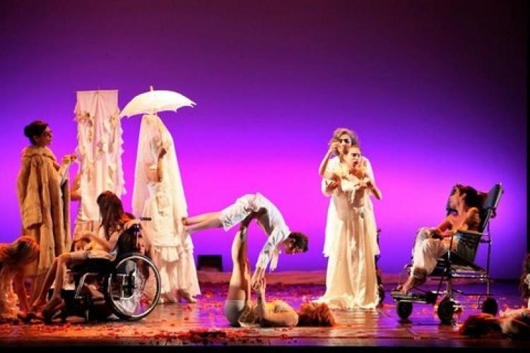 Neon Teatro, quando l'arte rompe il guscio della diversità
