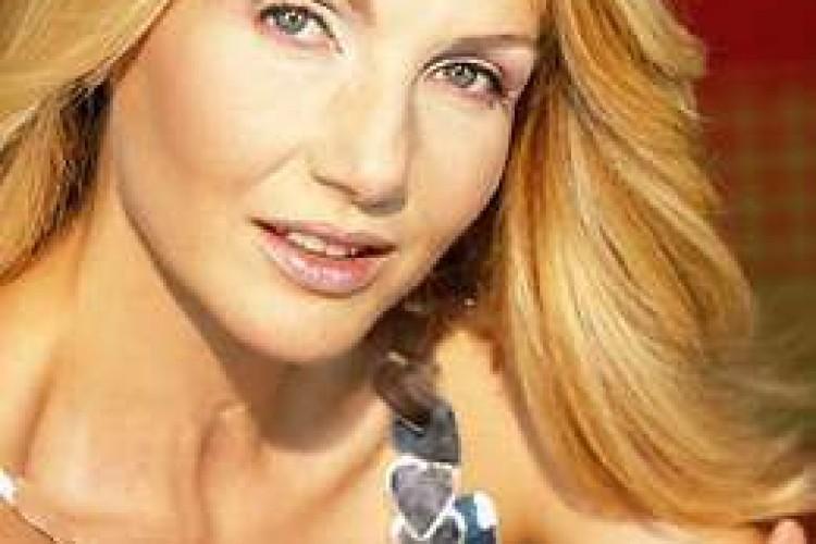 LORELLA CUCCARINI : TALENTO, PROFESSIONALITA'  E SIMPATIA